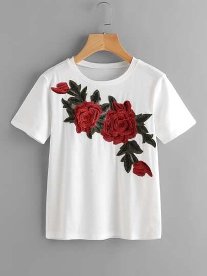 Tee-shirt brodé des roses avec des appliques