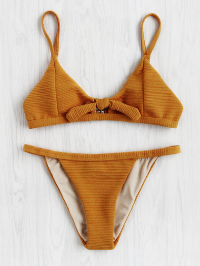 Ensemble de bikini avec nœud papillon