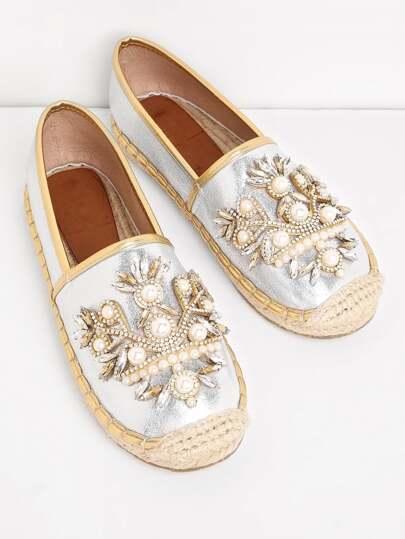 Модные туфли со стразами и бусинами