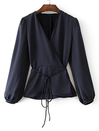 Bluse mit Chorhemd vorn und Band um die Taille