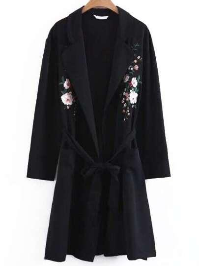 Abrigo largo con bordado de flor con cordón