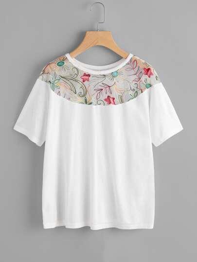 Camiseta con bordado de malla
