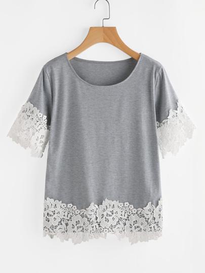 T-Shirt mit Häkelbesatz