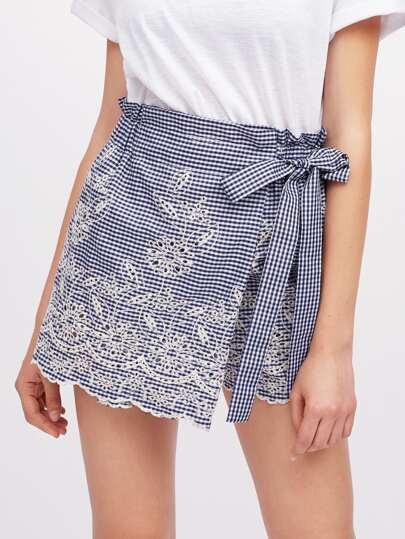 Falda-pantalón cruzado de cuadros con bordado