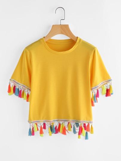 Camiseta con borla en contraste
