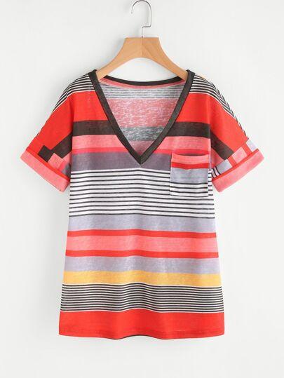 Camiseta de rayas con cuello en V con bocamanga enrollada