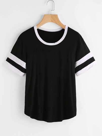 T-shirt a strisce con bordi a contrasto
