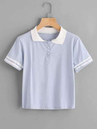 Camiseta con cuello con solapa en contraste con manga de rayas