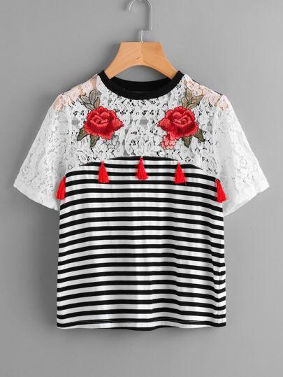 Camiseta con parche de encaje a rayas