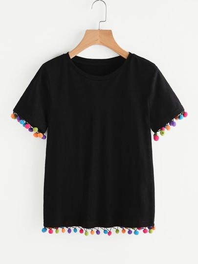 T-shirt con bordi a pompon colorato