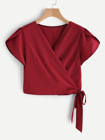 Petal Sleeve Knotted Hem Crop Top