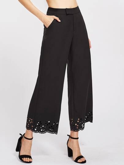 Pantaloni con fondo smerlato e cut-out laser