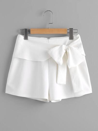 Shorts mit Gürtel und Plissee