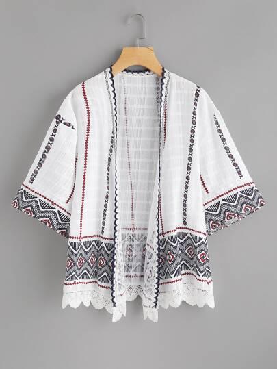 Kimono con bordi smerlati all'uncinetto in pizzo