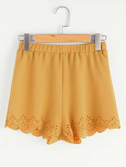 Pantaloncini con fondo smerlato