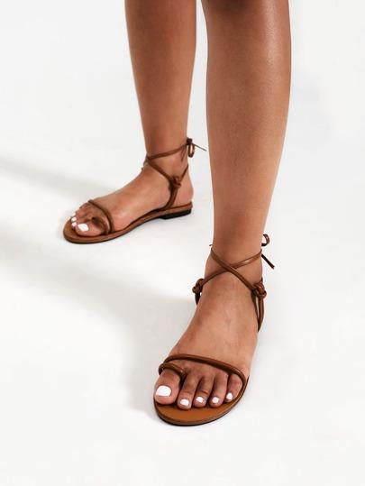 Sandales à fond plat avec nœud et anneau