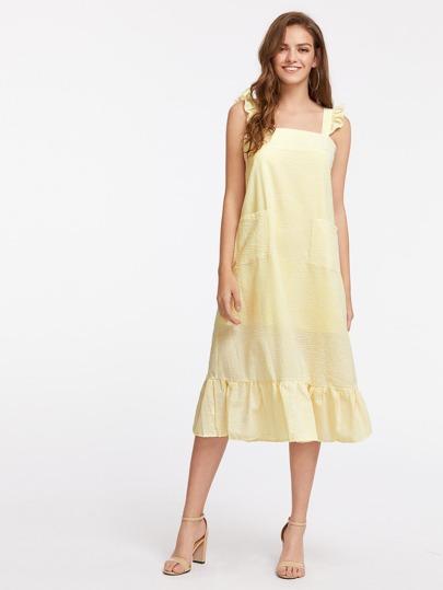 Vestido de rayas verticales con ribete de volantes