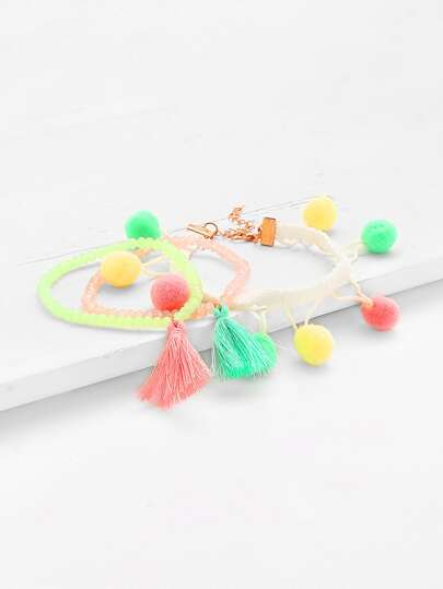 Conjunto de brazalete de cuenta con decoración de pompones y borla