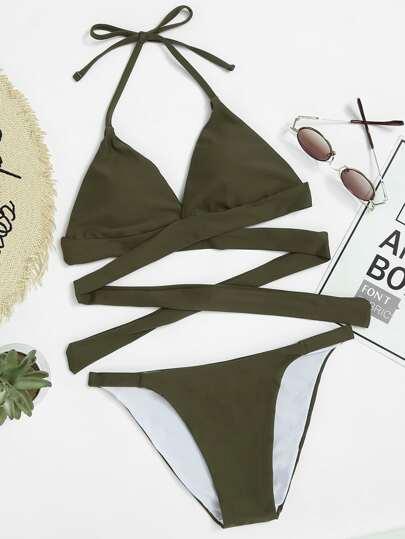 Ensemble de bikini cuisse haute ras de cou avec un lacet