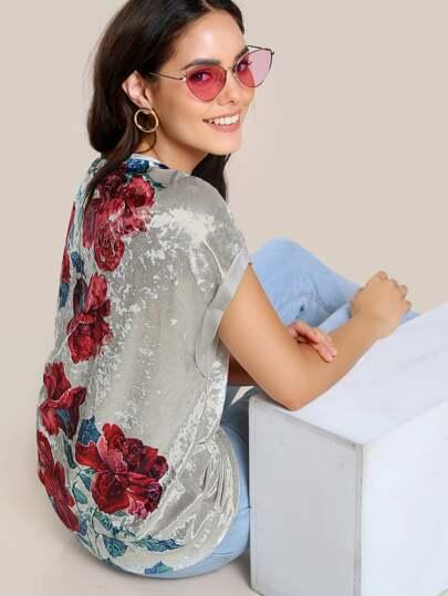 Camiseta de terciopelo con estampado de flor con manga enrollada