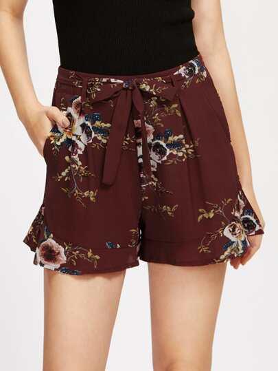 Shorts mit Falten, Pflanzenmuster und Band um die Taille