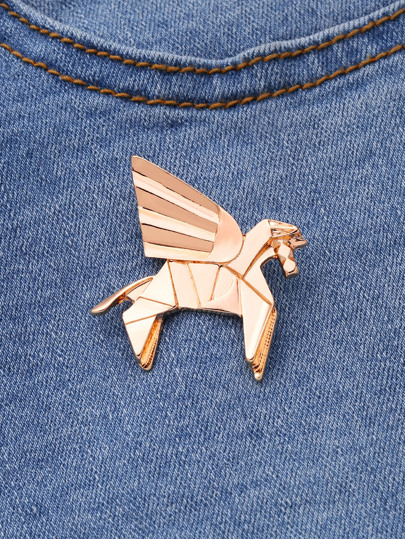 Модная брошь в форме лошади