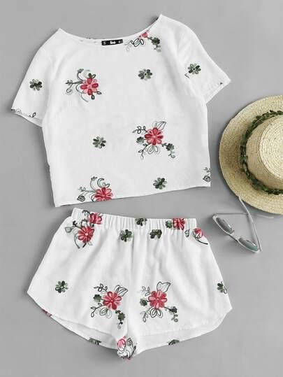 Top mit Blumen Stickereien und Shorts Pajama Set