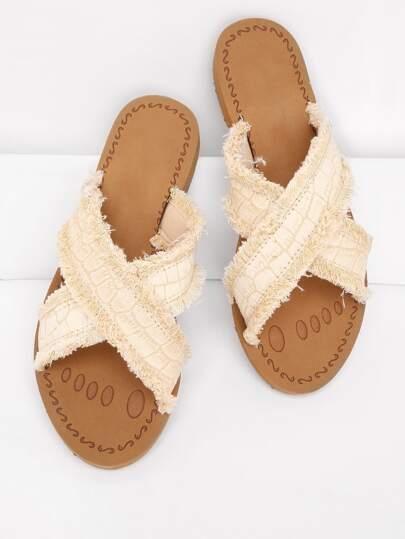Sandales découpées avec bande croisée