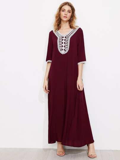 Vestido largo con ribete de croché en contraste