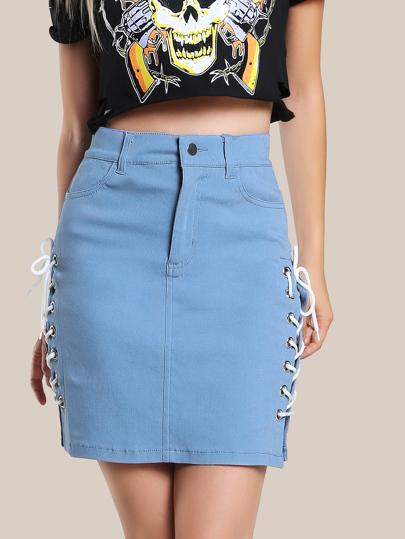 Falda con cordones en la parte lateral