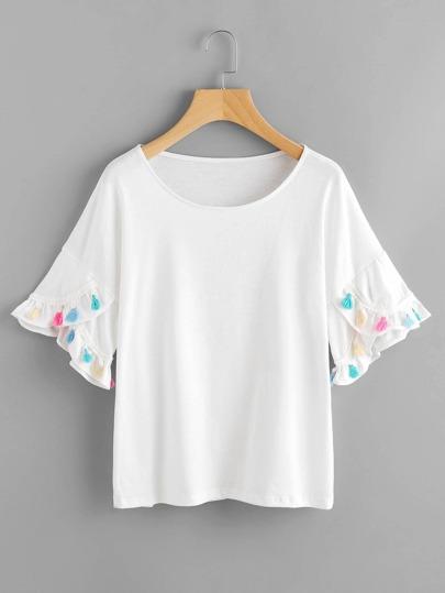Camiseta de hombro caído con manga pétalo con borla