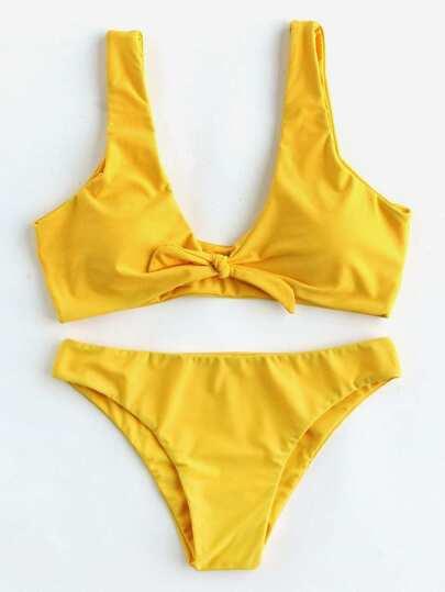 Conjunto de bikini con cordón de lazo con cuello pronunciado