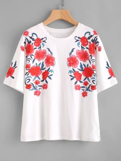 Tee-shirt symétrique imprimé des fleurs avec la chute de l\'épaule