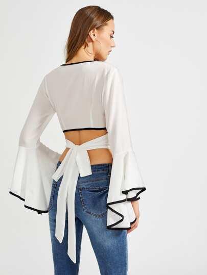 Bluse mit Kreuzgurte und Band hinten
