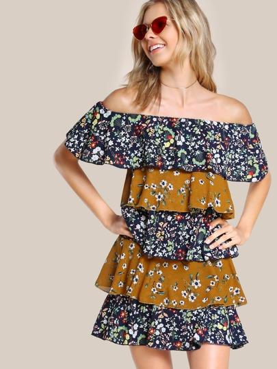 Schulterfreies mehrlagiges Kleid mit Pflanzen