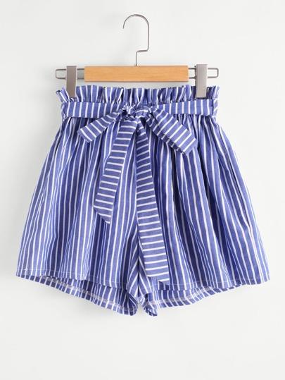 Shorts mit Streifen, Falten um die Taille und Selbstbindung