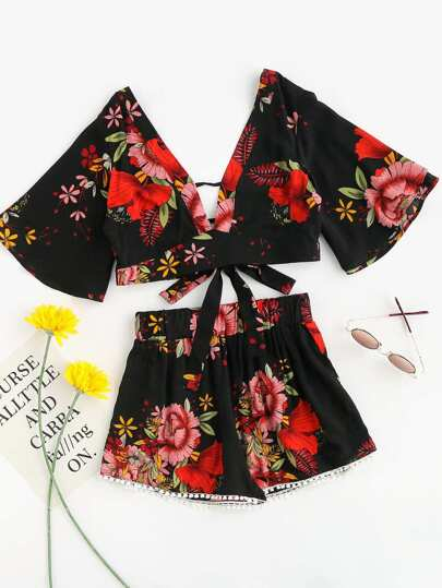 Plunging V-neckline Florals Random Knot Crop Top With Shorts