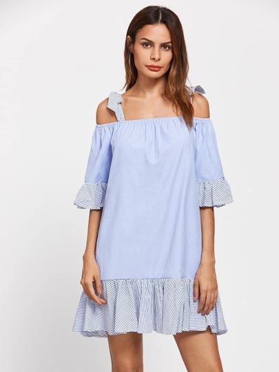 Kleid mit Streifen, Falten und Band Detail