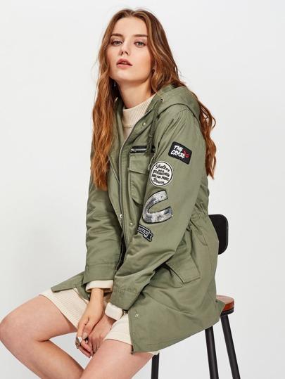 Модная куртка с капюшоном и аппликацией
