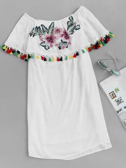 Bardot Kleid mit Stickereien, Quaste und Volant