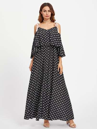 Kleid mit Gürtel auf den Schultern und Punkte