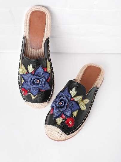 Sandales à fond plat brodé des fleurs avec strass