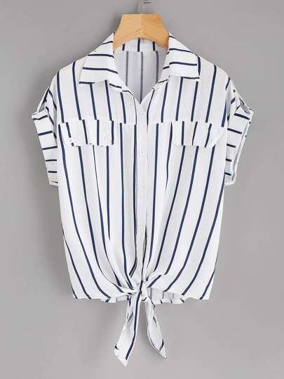 Bluse mit Rollkragen, Knoten und Streifen
