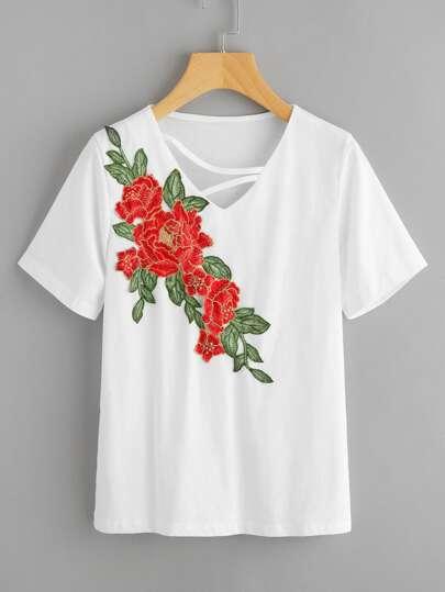 T-Shirt mit V-Ausschnitt und Stickereien