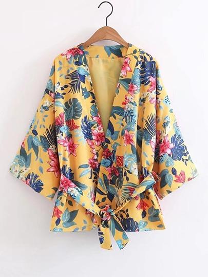 Kimono abierto en la parte delantera con estampado floral y cordón