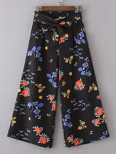 Hosen mit Band um die Taille und weitem Beinschnitt