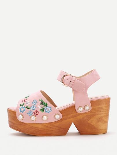 Модные сандалии на платформе с бусинами и цветочной вышивкой