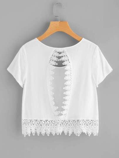 Crop T-Shirt mit Häkelbesatz, Spitzen und Schlussloch hinten