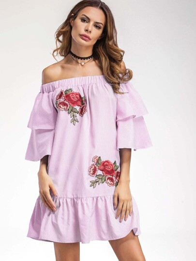 Kleid mit Stickereien, Flicken und Falten