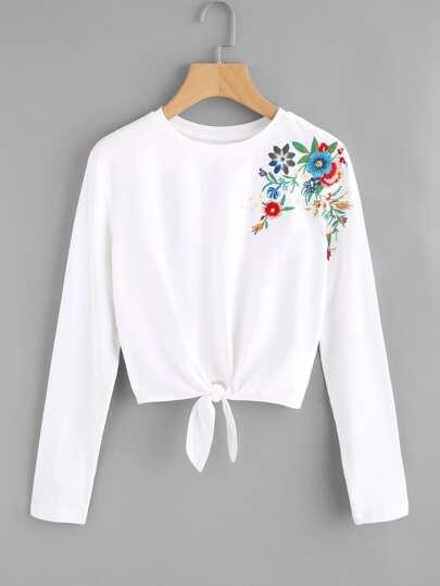 T-Shirt mit Knoten vorn und Blumen Stickereien